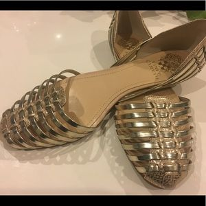 Brand New Vince Camuto Caprio Flats Gold Size 9